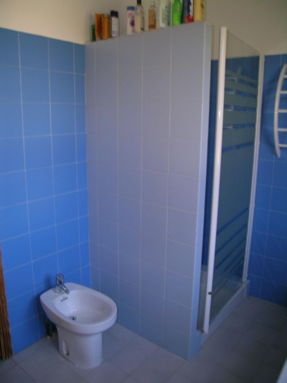 nettoyer carrelage salle de bain encrass carrelage encrass dans la salle de bains utilisez le. Black Bedroom Furniture Sets. Home Design Ideas